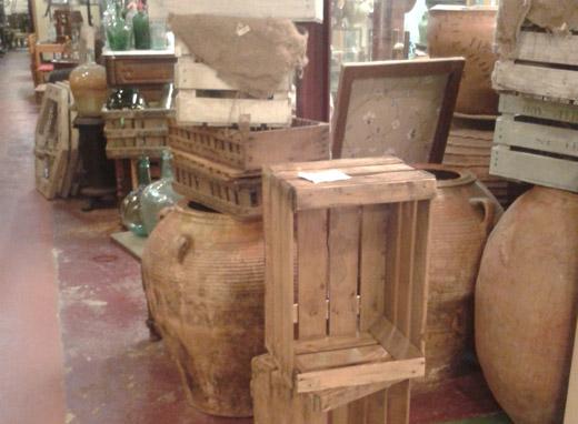 Buscas muebles antiguos y con encanto mercantic el for Muebles antiguos barcelona